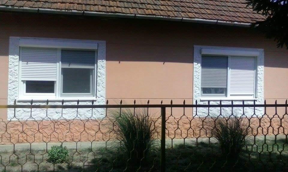 2 prozora sa roletnom