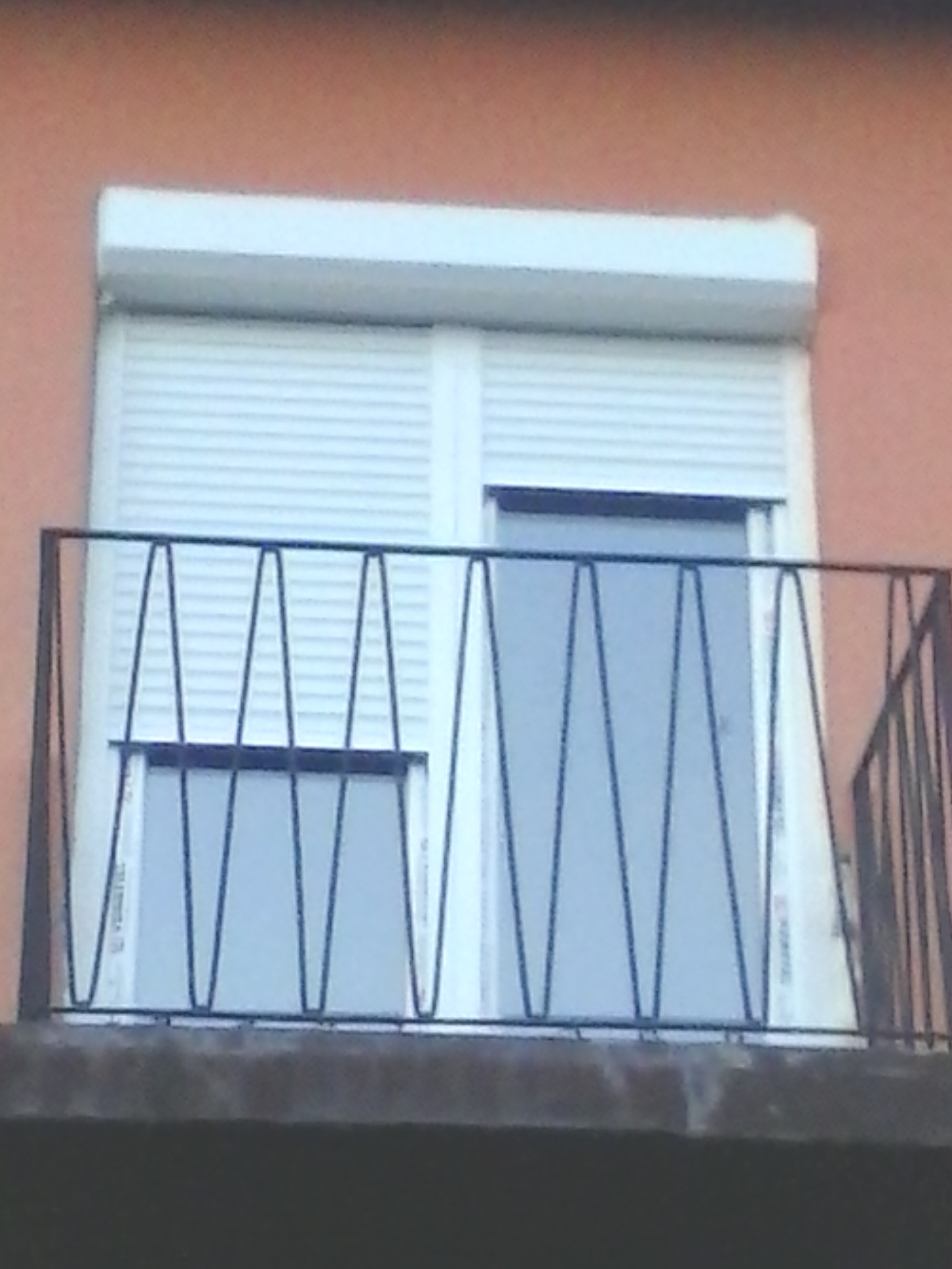 balkonac sa spoljnom roletnom